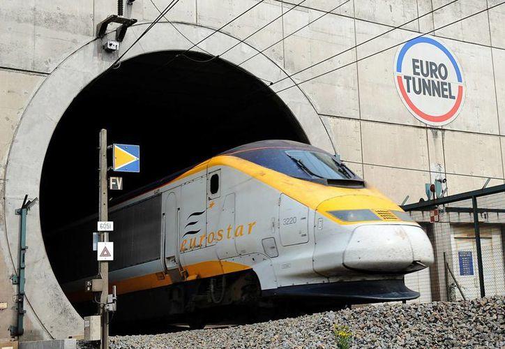 El Eurotúnel, un pasaje submarino que une a Francia con la isla de la Gran Bretaña, es utilizada por migrantes para intentar llegar a territorio británico. (directferries.es)