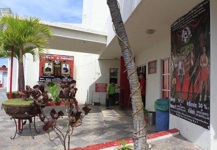 Autoridades realizan recorridos en los bares de Cancún. (Sergio Orozco/SIPSE)