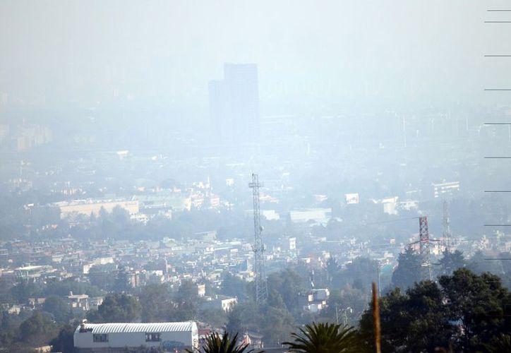 Pasadas las 15:00 horas, se registra mala calidad del aire, con hasta 142 IMECAs. (Foto: Reforma/Miguel Fuantos)