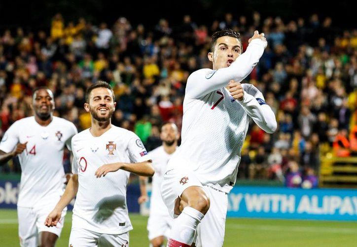 Cuando el partido estaba 1-1 comenzó la 'exhibición' de Cristiano (Fotos: @selecaoportugal)