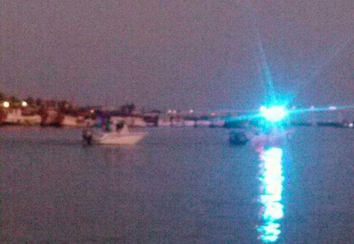 Llegada del yate rescatado al puerto de abrigo de Yucalpetén. (SIPSE)