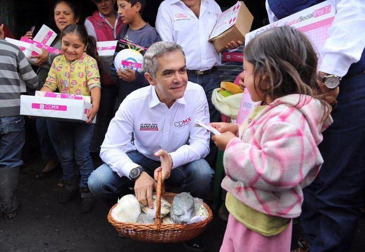 El jefe de Gobierno de la Ciudad de México, Miguel Ángel Mancera, dijo que hubo un recorte de casi 240 mdp. (facebook.com/MiguelAngelMancera)