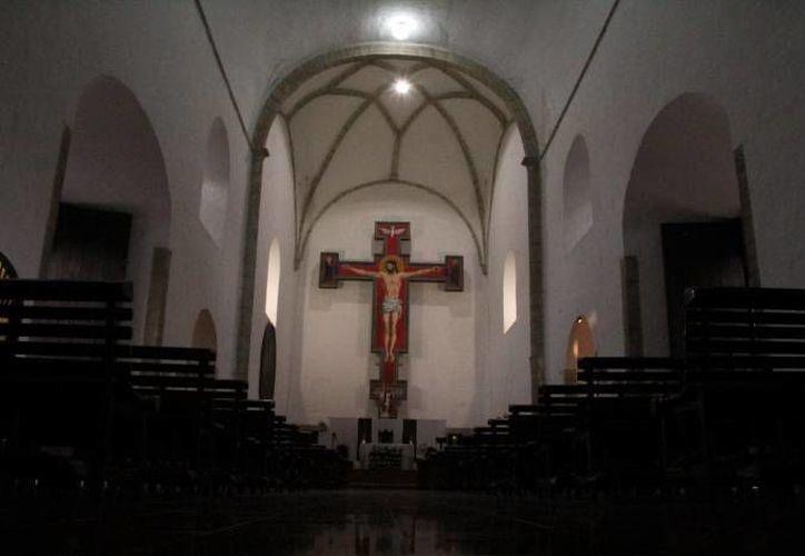 Interior del templo de Nuestra Señora de la Consolación, mejor conocido como iglesia de Monjas. (Sergio Grosjean/SIPSE)
