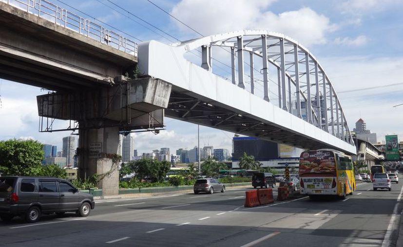 Los niños lanzaron bolsas con arena desde el puente, una de estas mató  a un joven. (Foto: Debate)