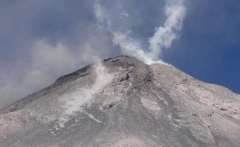 Las autoridades mantienen constante vigilancia del volcán de Colima en puntos estratégicos de los estados de Jalisco y Colima debido a su reciente actividad. (Notimex)