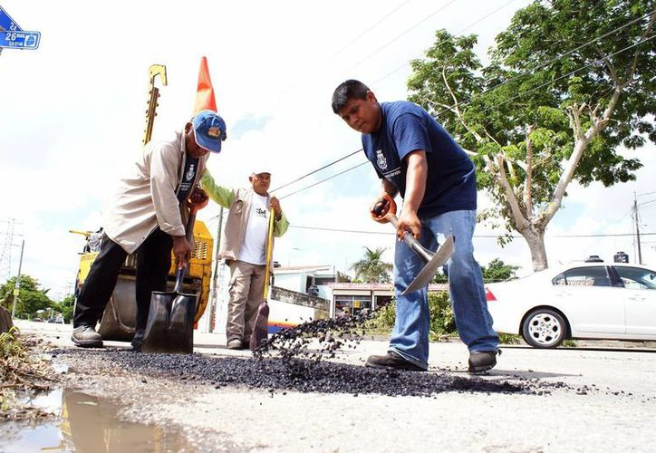 Al día se reparan más de siete mil baches en el municipio, según la Dirección de Obras Públicas de Mérida. (SIPSE)