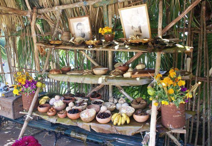 Esperan de 12 mil a 15 mil asistentes a la muestra de altares que cada año se realiza en la plaza principal de Mérida. (SIPSE)