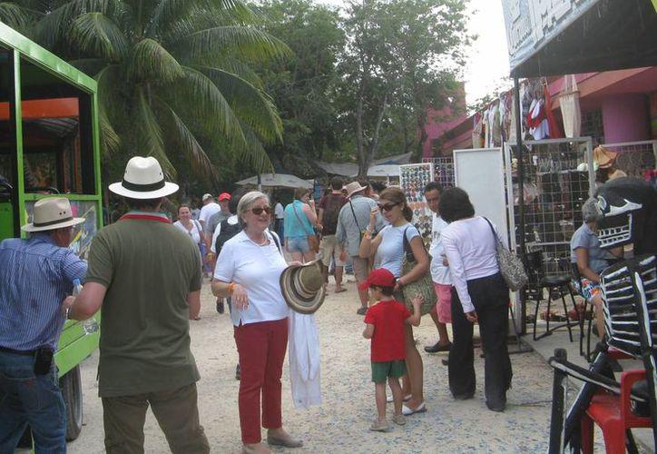 La afluencia de vacacionistas en la zona turística del noveno municipio no está beneficiando a todos los establecimientos. (Rossy López/SIPSE)