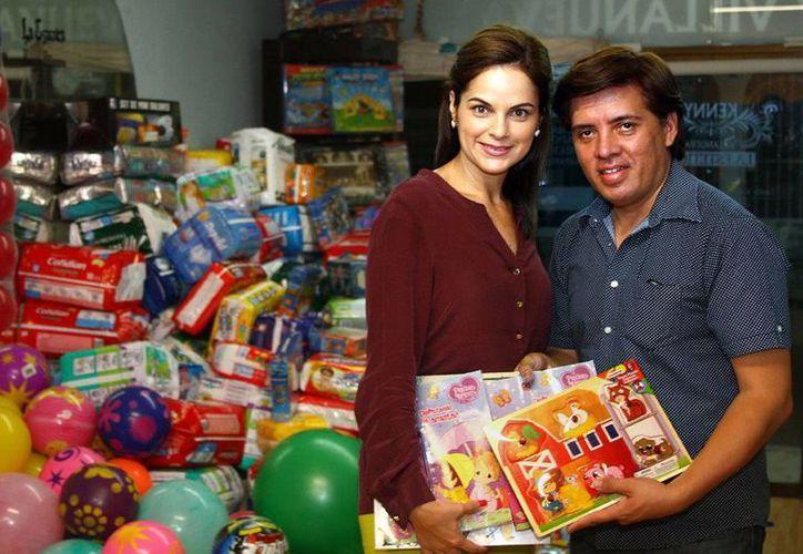 Los donativos fueron entregados por la empresaria Kenny Villanueva. (Redacción/SIPSE)