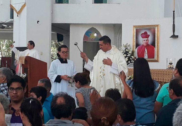 El vicario de la catedral, Omar Cortes Ascencio, dijo que no es misión de la Iglesia pactar con gente que daña a la sociedad. (Israel Leal/SIPSE)