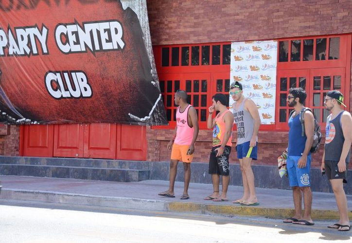 Cada año aumenta el número de visitas de turistas nacionales en Cancún. (Victoria González/SIPSE)