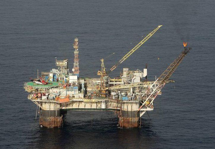 La plataforma PVIII de Petrobras, ubicada en la Cuenca de Campos en el estado de Río de Janeiro, Brasil. (EFE/Archivo)