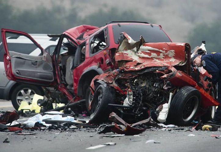 Imagen de un accidente de tránsito el pasado mes de febrero en una autopista de California. (Foto de contexto Archivo/Agencias)