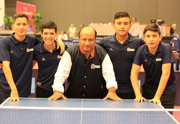 El equipo caribeño lo componen, Darío Arce, campeón nacional, Mauricio Cayetano, Andrés Cetz y César Martín.(Redacción/SIPSE)
