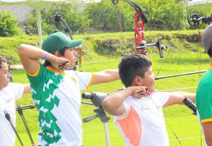 Luis Lezama Soto logró medalla de oro en tiro con arco, en la Olimpiada Nacional con sede en Morelos. (Milenio Novedades)
