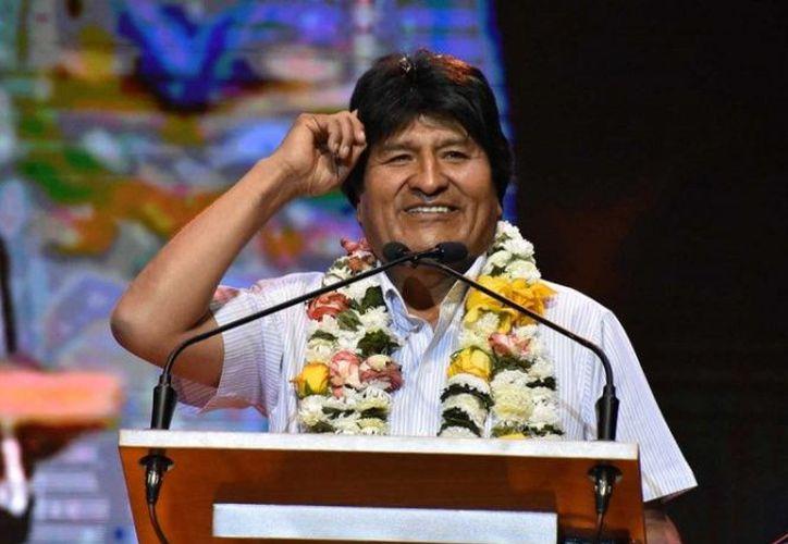 """Evo Morales dijo que fue una decisión fundamentada en la """"autoridad"""" que le otorga la Constitución del país. (excelsior.com)"""