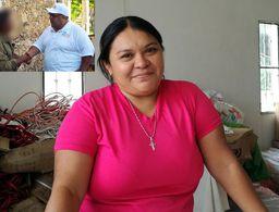 Candidato yucateco 'compra' votos ofreciendo pies de casa