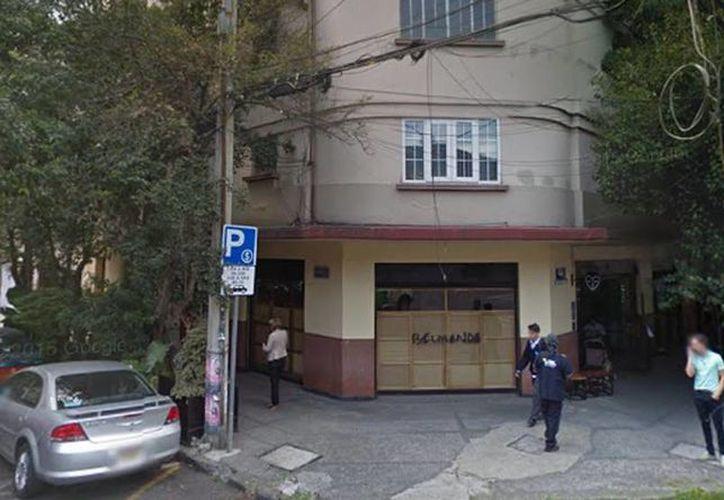 Cinco hombres asaltaron a 25 clientes a quienes despojaron de carteras y celulares. Imagen del restaurante ubicado en la colonia Roma. (Google Maps)