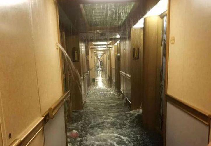 Los pasajeros del crucero Carnival Dream vivieron un momento de terror, cuando 50 camarotes se inundaron mientras navegaban por el Caribe. (Foto: Internet)