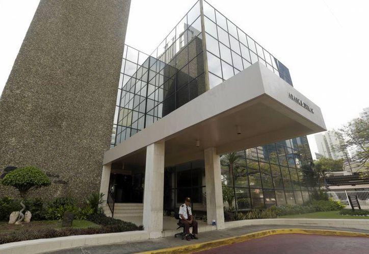 El gabinete de abogados Mossack Fonseca, cuyas instalaciones aparecen en la imagen, ha negado estar vinculado con actividades ilícitas que hayan cometido sus acaudalados clientes. (AP)
