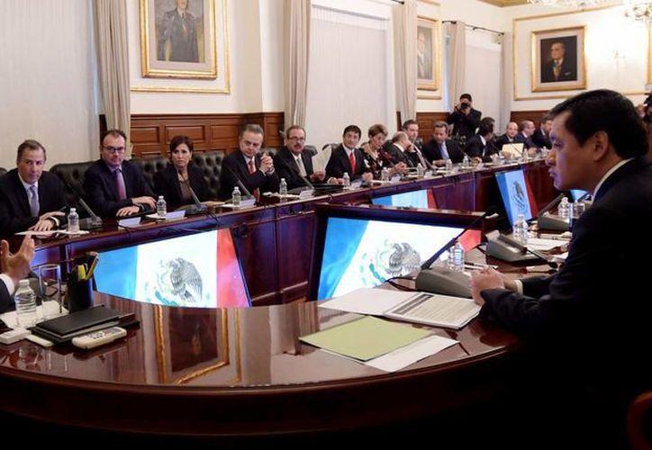 Imagen de archivo del presidente de México, Enrique Peña Nieto, y su gabinete, en el cual en las próximas horas realizará cambios. (Archivo/Notimex)