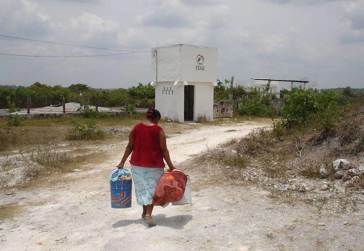 Han optado por escarbar pozos de captación para que éstos a su vez distribuyan el agua hacia los cultivos y jagüeyes. (Harold Alcocer/SIPSE)
