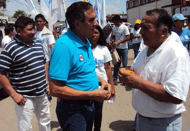 Hadad Estéfano se comprometió a mejorar la situación de los comerciantes. (Harold Alcocer/SIPSE)