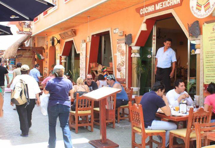 Durante el fin de semana se notó la presencia de más visitantes en la isla. (Lanrry Parra/SIPSE)