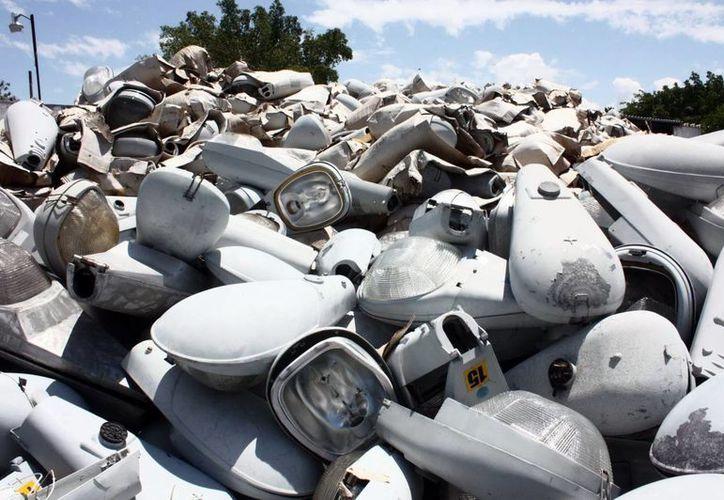 El proceso de adquisición de lámparas de alumbrado público podría llevar más de 90 días. (Milenio Novedades)