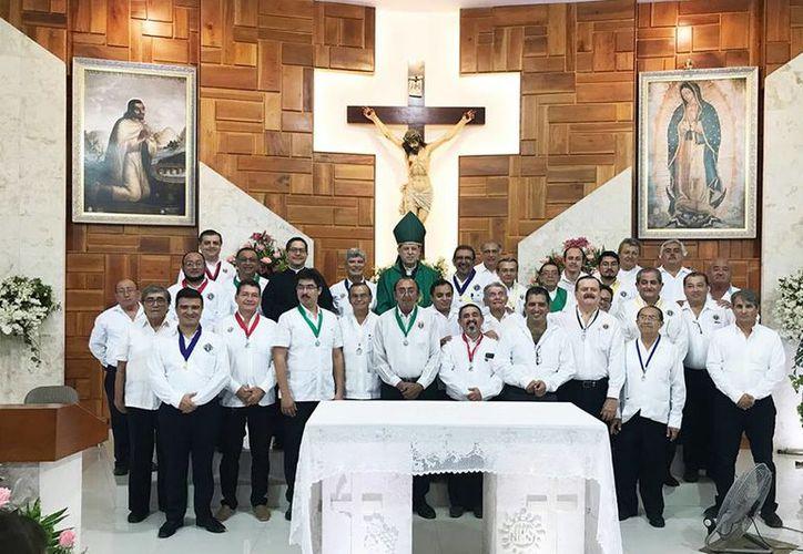 En la parroquia Santa María de Guadalupe (Cordemex), se celebró una misa previa al acto protocolario. (Milenio Novedades)