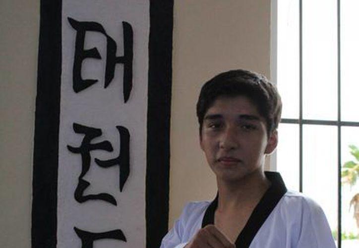 Hugo Durán es el segundo atleta de la escuela Ji Do Kwan en portar la playera del tricolor. (Ángel Mazariego/SIPSE)