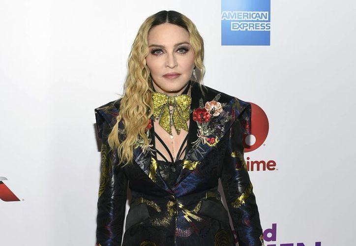 """La cantante Madonna arremetió nuevamente contra Donald Trump, el ya prácticamente nuevo mandatario de Estados Unidos (toma protesta este viernes), pero ahora lo """"defendió"""": """"No podremos caer más"""", dijo la Reina del Pop. (Archivo/AP)"""