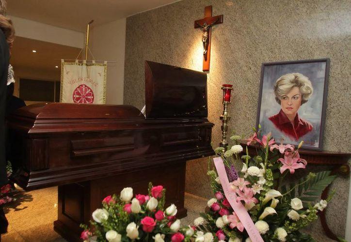 El ataud que contiene los restos mortales de la actriz Carmen Montejo. (Agencias)