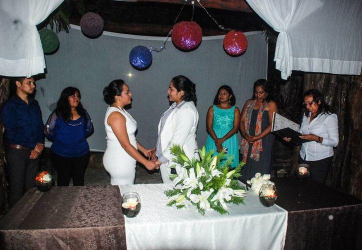 Este fin de semana se llevó a cabo el segundo matrimonio entre dos mujeres, realizado en Tulum.  (Redacción/SIPSE)