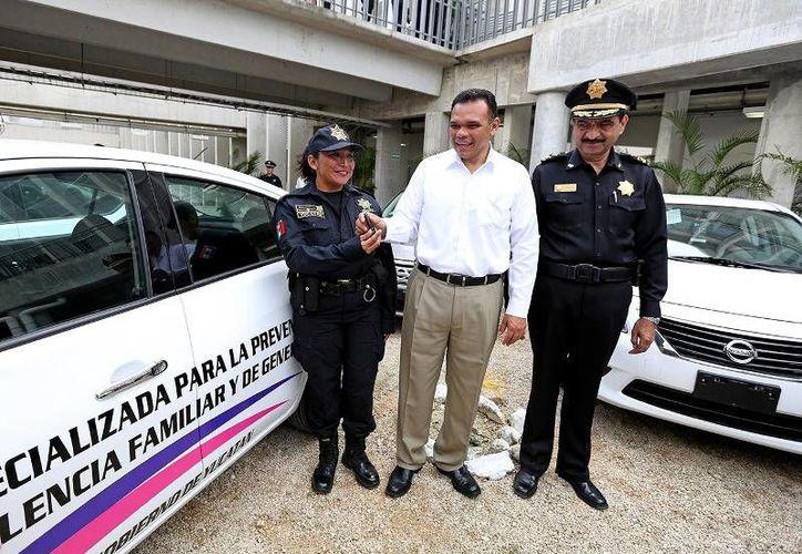 El gobernador Rolando Zapata inauguró ayer la Unidad Especializada para la Prevención de la Violencia Familiar y de Género, en el complejo de Seguridad del Estado. (Cortesía)