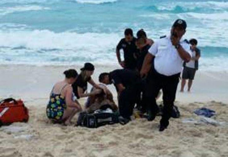 Los cuerpos de emergencia acudieron al auxilio de la mujer.  (Redacción/SIPSE)
