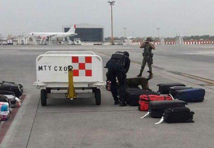 Se incrementó la seguridad en los filtros de personas y equipajes. (Foto: Periódico Zócalo)