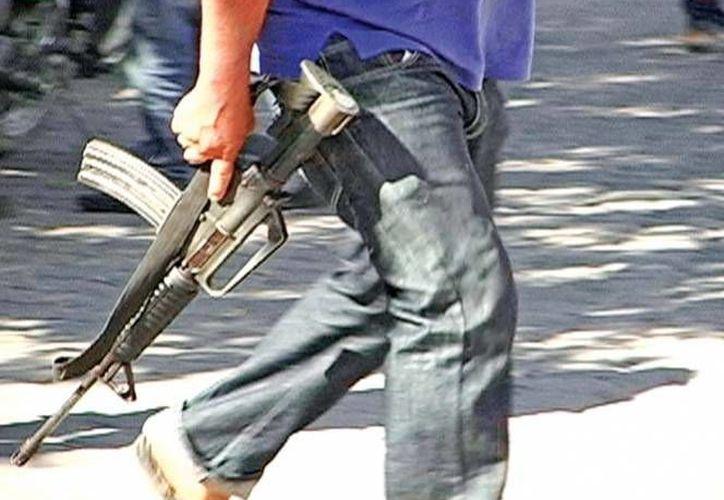 Los grupos de autodefensa tomaron la presidencia municipal y la plaza principal de Tancítaro, Michoacán. (contextosmichoacán.com)