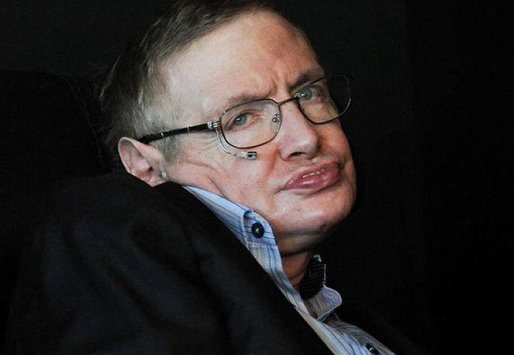 A pesar de estar confinado desde hace años a una silla de ruedas, Stephen Hawking se considera afortunado en todo. (Archivo/AP)