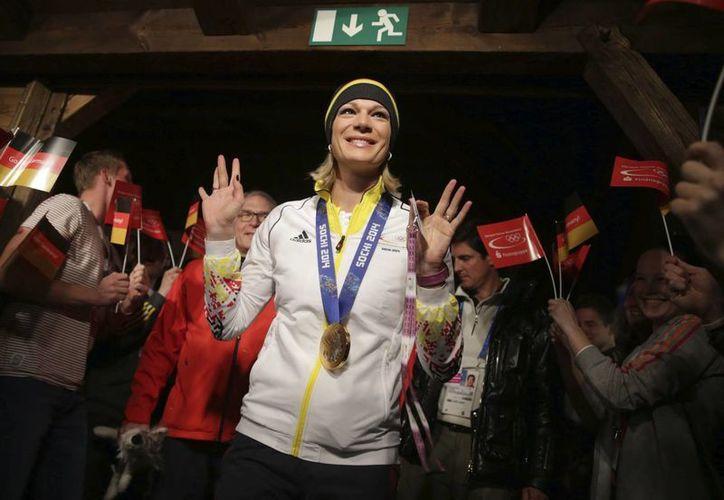 Maria Hoefl-Riesch consiguió el segundo oro alemán al revalidar su título en la súper combinada del esquí alpino. (EFE)