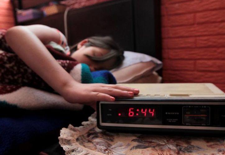 Configura la alarma de tu reloj con un sonido fuerte para que no te vuelvas a quedar dormido. (Archivo/Notimex)