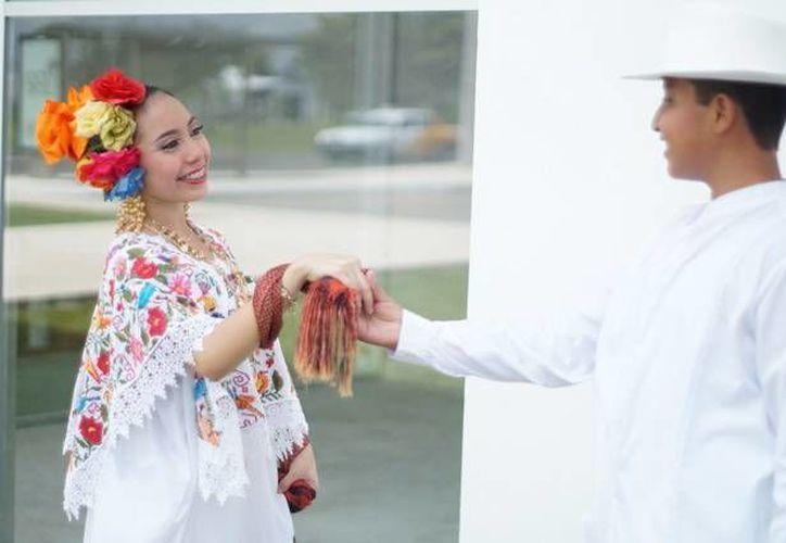 El nuevo Centro Municipal de Danza del Ayuntamiento de Mérida inaugurado en mayo pasado en el poniente de la ciudad promoverá la formación de más jóvenes en el folclore yucateco. En la foto; Alumnos del centro municipal de danza durante una de sus presentaciones.(Sipse)