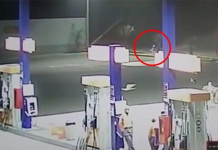 La cámara de seguridad de una gasolinera captó al presunto extraterrestre. (Jorge Moreno)