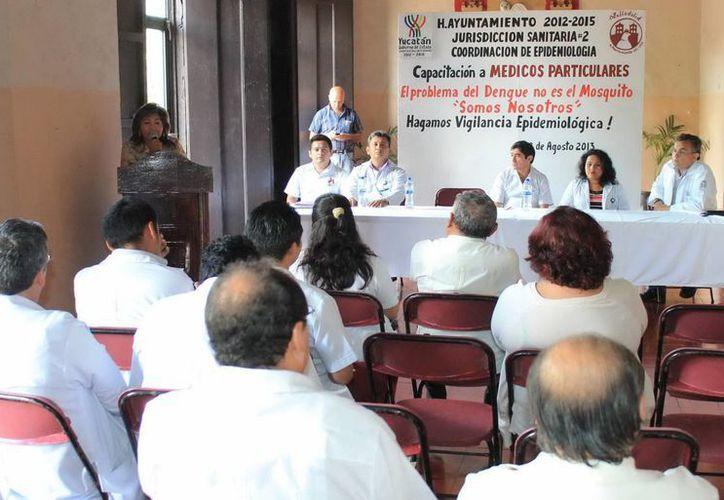Se ofrecieron pláticas a médicos particulares sobre vigilancia y cuadro clínico del dengue. (SIPSE)