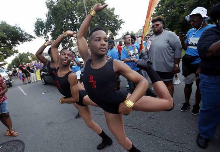 En varias ciudades de Estados Unidos se llevaron a cabo este fin de semana desfiles, festivales y marchas del Orgullo Gay, a unos días de la masacre en un club en Orlando,. Florida. En la foto, evento en Nueva Orleans. (AP)