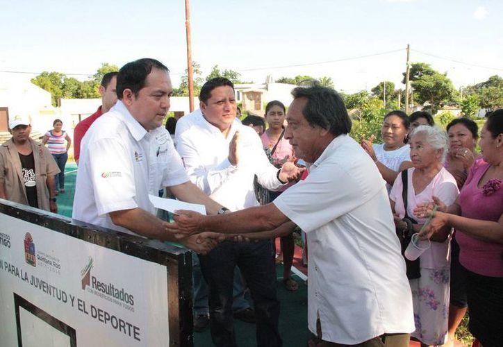 Carrilloportenses recibieron con afecto al presidente de la Cojudeq. (Redacción/SIPSE)