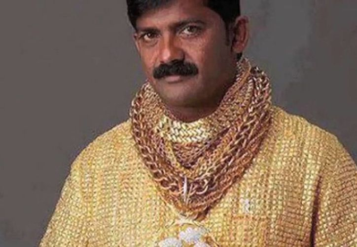 El millonario indio Datta Phuge, dueño de la camisa más cara del mundo, fue asesinado en la ciudad de Pune, en India. (hufftingtonpost.com)