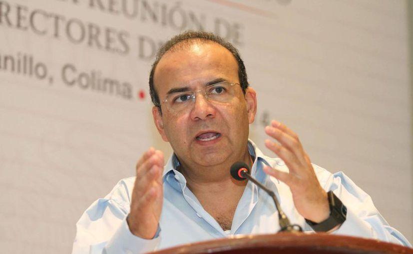 El secretario del Trabajo federal, Alfonso Navarrete Prida, sostuvo que el aumento al salario mínimo podría concretarse si se establecen estrategias consensuadas. (Notimex)
