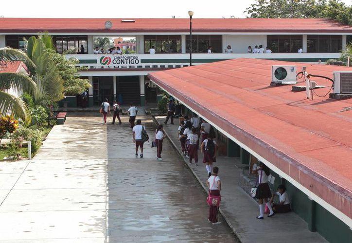 En algunas secundarias de la isla se han presentado un par de casos de migración del sistema privado al público.  (Gustavo Villegas/SIPSE)