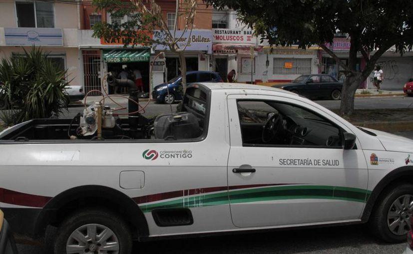 Continúan aplicando la campaña de nebulización en el Estado. (Tomás Álvarez/SIPSE)